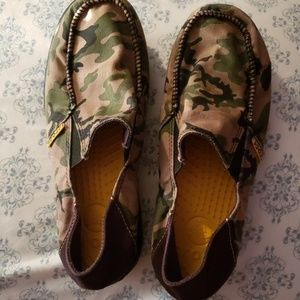 New Without tag Crocs camo loafers in size J5